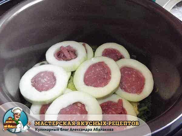 кабачки с калбасой в чаше
