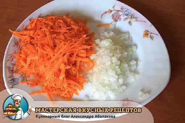 лук и морковь для супа с яйцом