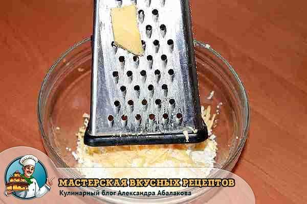 натертый сыр и терка