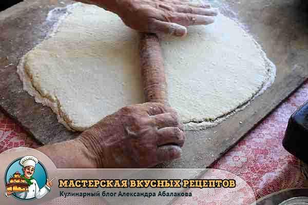 раскатать тесто скалкой