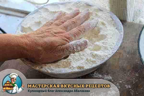 разровнять тесто руками