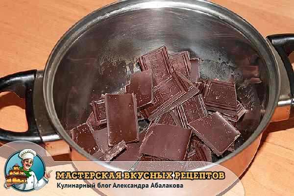 растопить в кастрюле шоколад