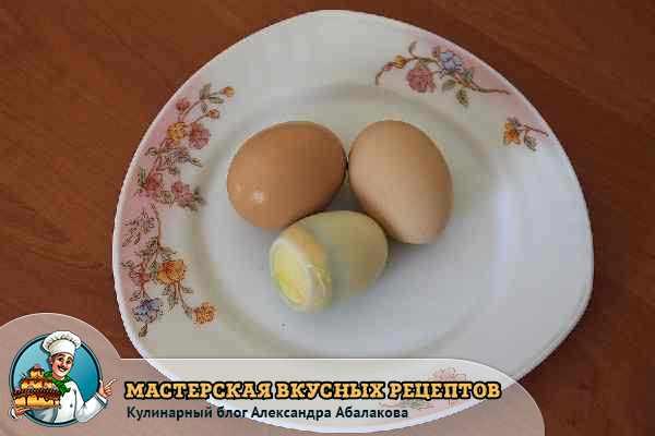 три вареных яйца