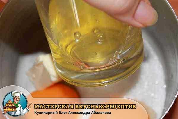 яичные белки в стакане