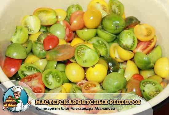 кастрюля с зелеными помидорами