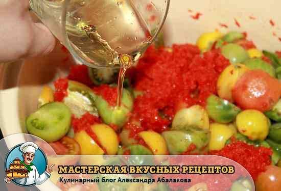 влить растительное масло в помидоры