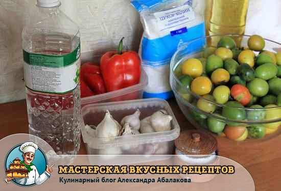 зеленые помидоры и специи для маринада