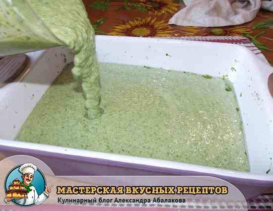 вылить смесь из брокколи в форму