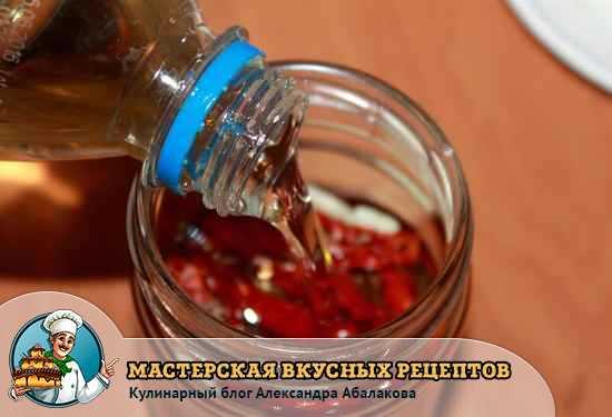 залить помидоры растительным маслом