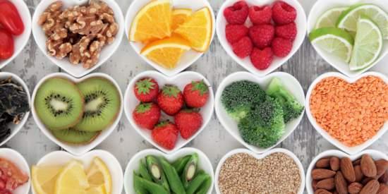 фрукты овощи в тарелке