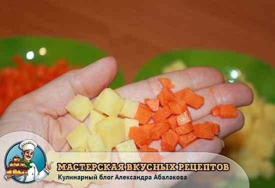 кубики картошки и морковки