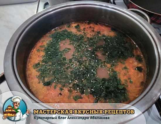 посыпать зеленью суп из фасоли