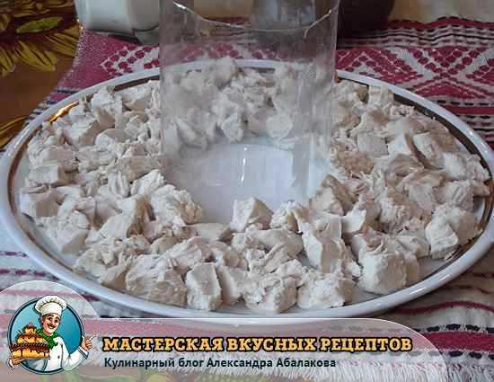 слой салата из филе курицы