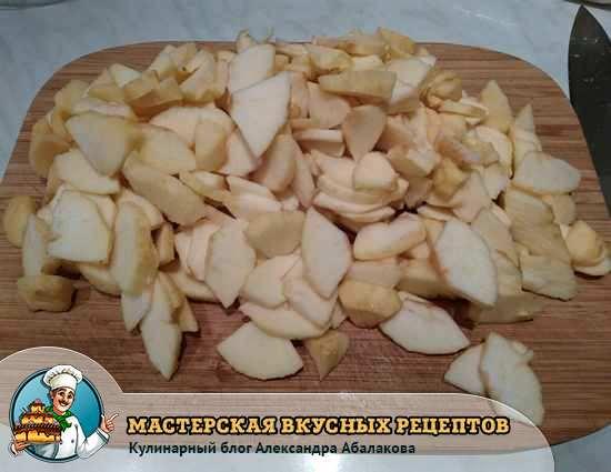 нарезанные яблоки булочек