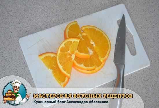 нарезанный ломтиками апельсин