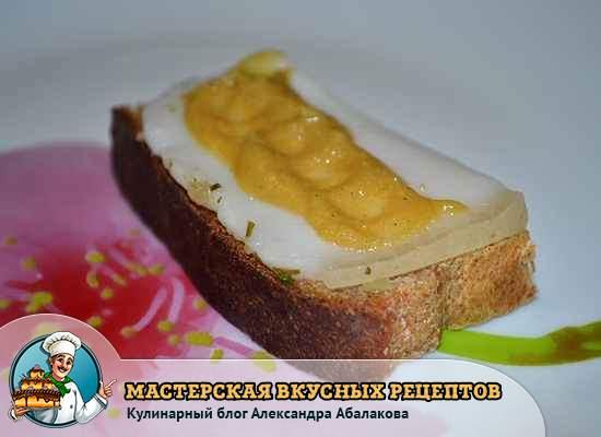 горчица на кусочке сала