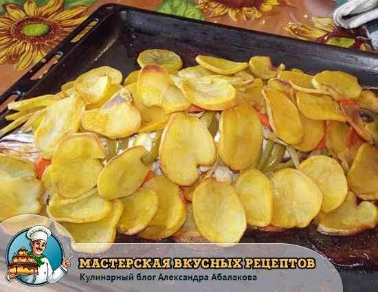 картошка с рыбой на протвине