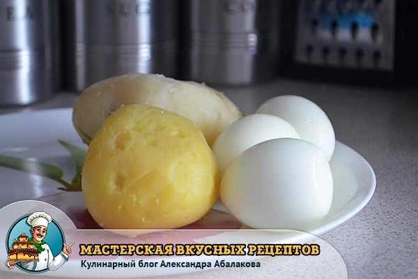 две вареные картошки и яйца