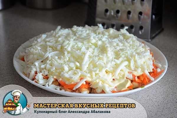 натереть белки на корейскую морковь