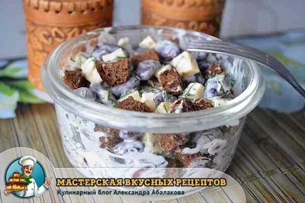 салат из фасоли и сухарей