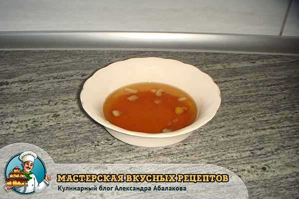 тарелка с одуванчиковым вареньем