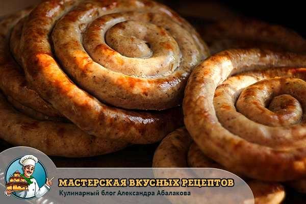 колбаса из свинины на подносе