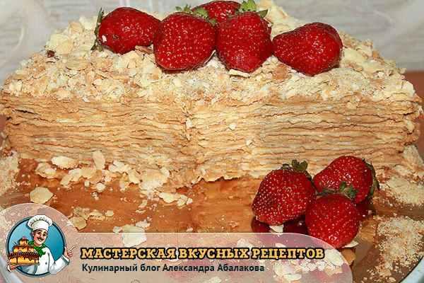 торт наполеон разрезан пополам