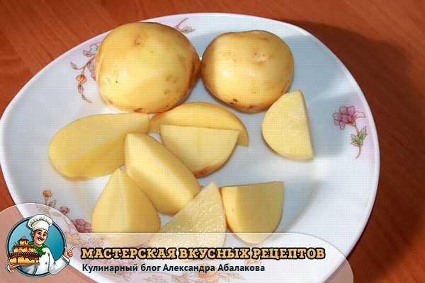 молодая картошка на тарелке