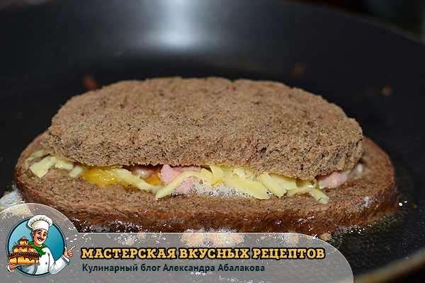 положить на сыр хлебную мякоть