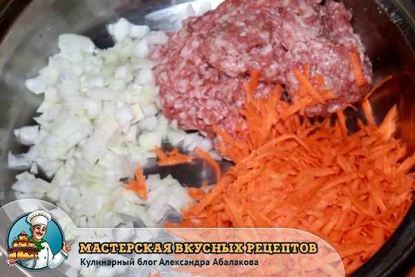 смешать фарш лук морковь чеснок