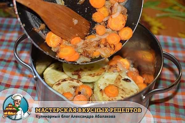 выложить овощи на кабачки