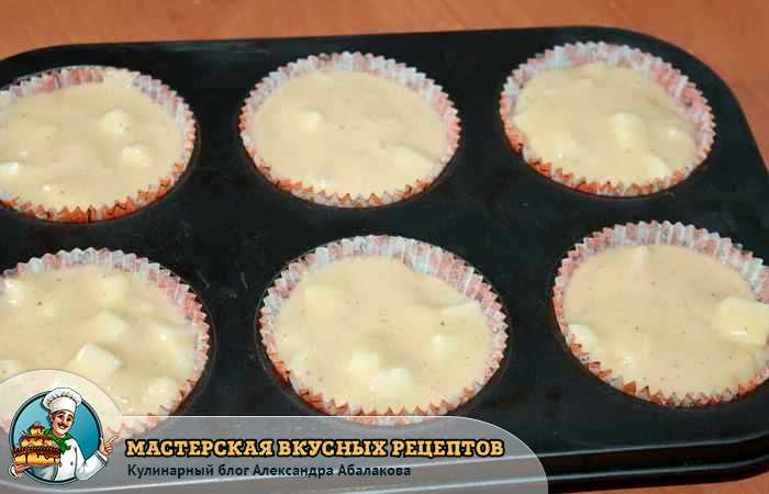 Бисквитные кексы в бумажных формочках