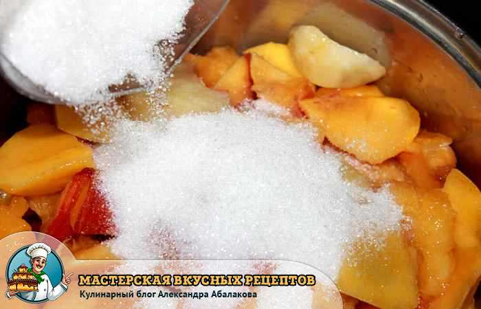 засыпать персики сахаром