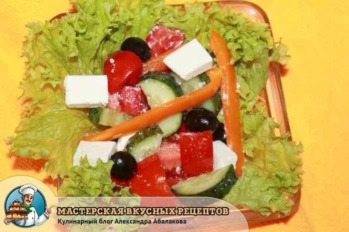 закуска по-гречески на листьях салата