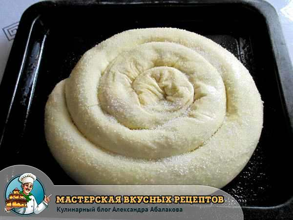 посыпать сахаром пекарскую заготовку