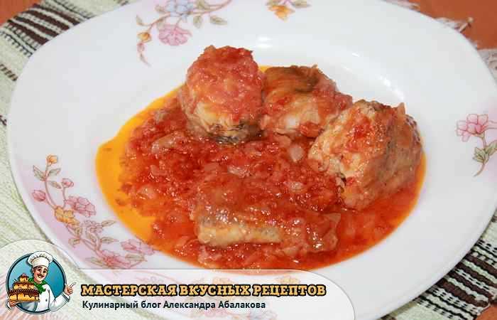 рыба в соусе в тарелке