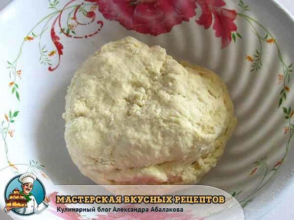 тесто в миске для штруделя