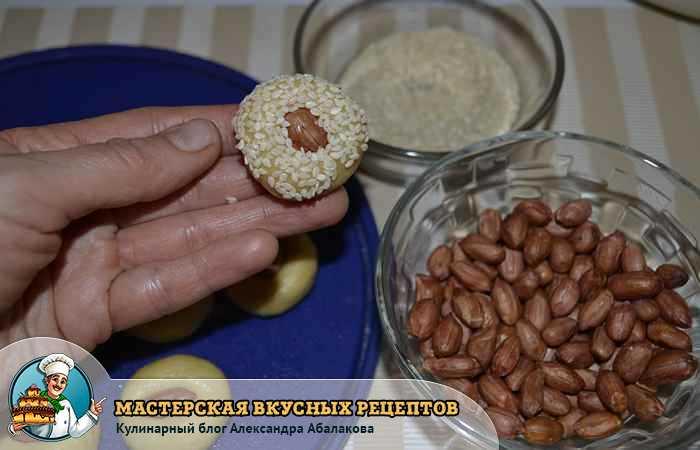 обсыпать тесто семенами
