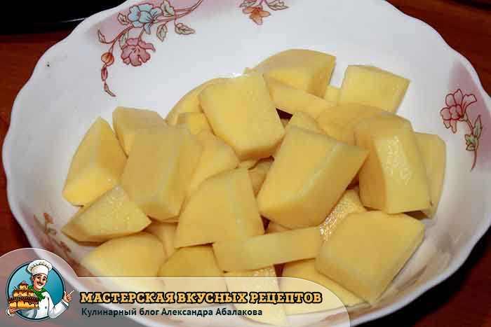 очищенная картошка кубиками