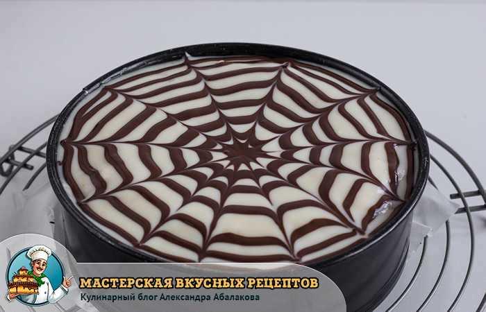 паутинка из шоколадной глазури