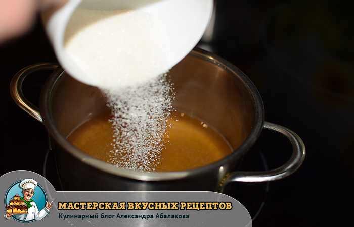 всыпать в сироп оставшийся сахар