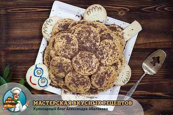посыпать десерт черепаха шоколадом