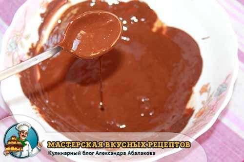 растопленная плитка шоколада