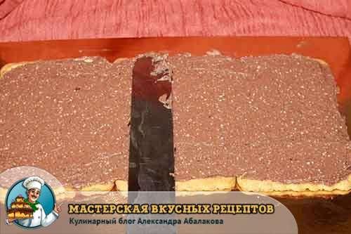 смазанный слой из печенья творожным кремом