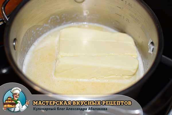 масло растапливается в кастрюле