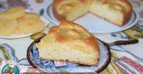 Пирог с консервированными ананасами из теста на сгущенке— покрытый нейтральной глазурью