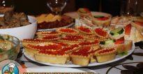 Тарталетки и бутерброды с красной икрой – настоящее украшение стола