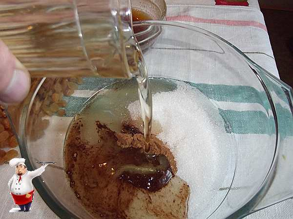 вливаю масло для постного пирога