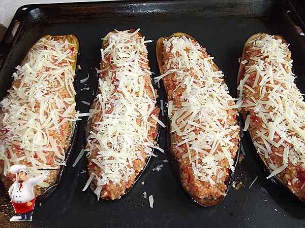баклажаны с овощной начинкой посыпанные сыром