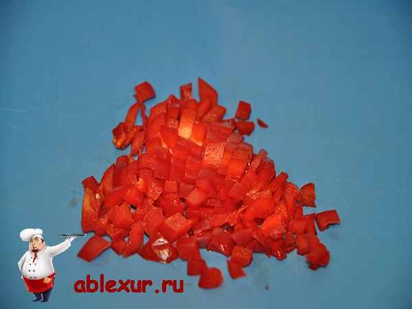 красные перец нарезанный кубиками для начинки рулетиков